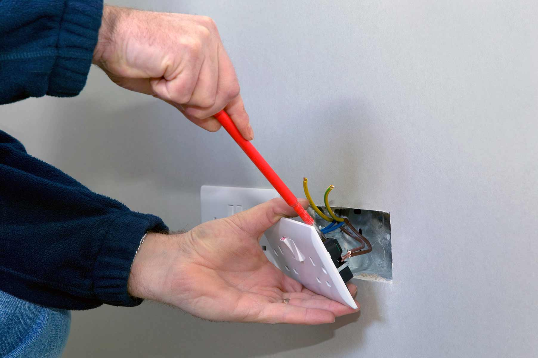 Our electricians can install plug sockets for domestic and commercial proeprties in New Eltham and the local area.